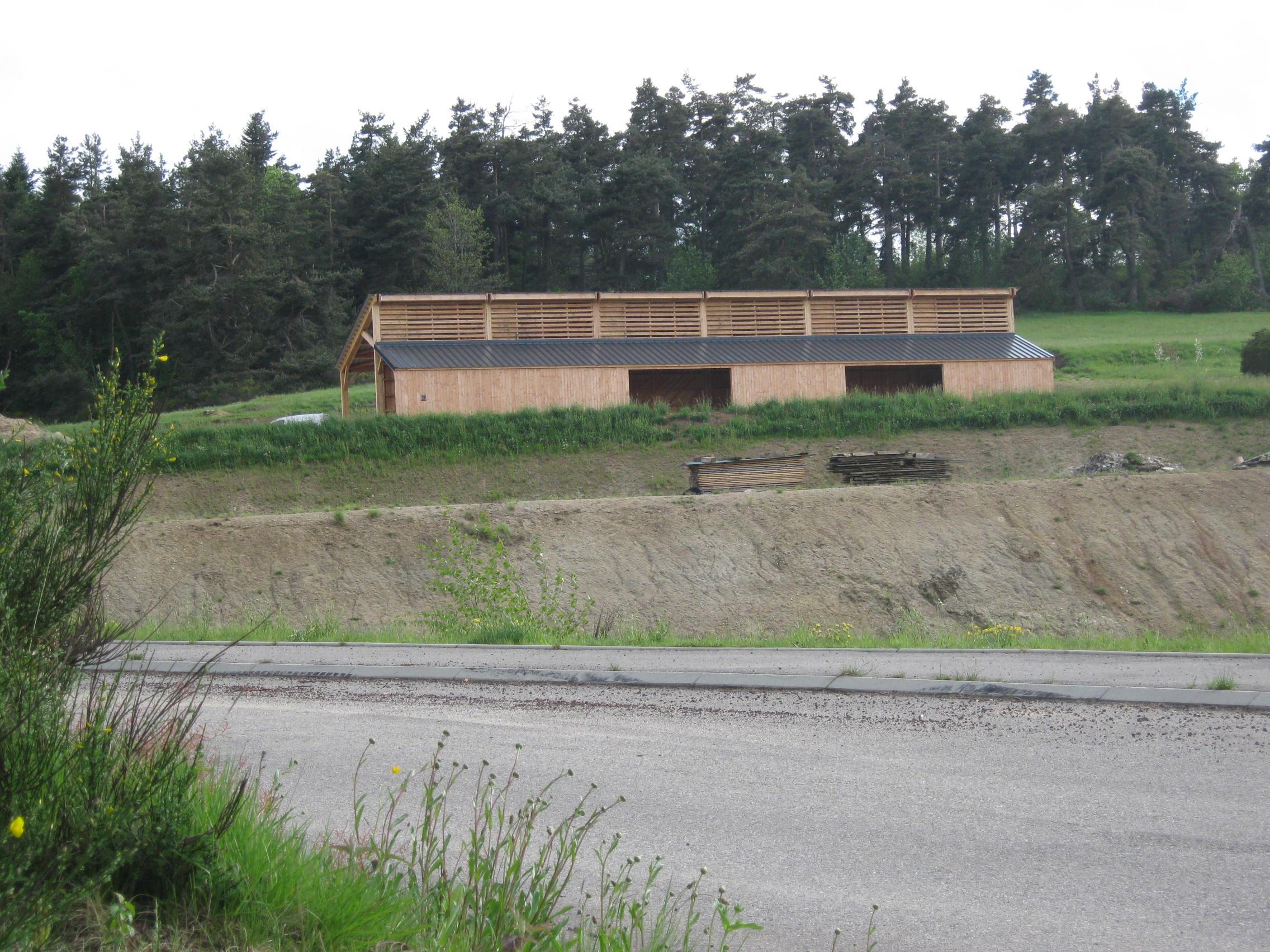 Hangar ERE 43 en bois à Le Mazet Saint Voy