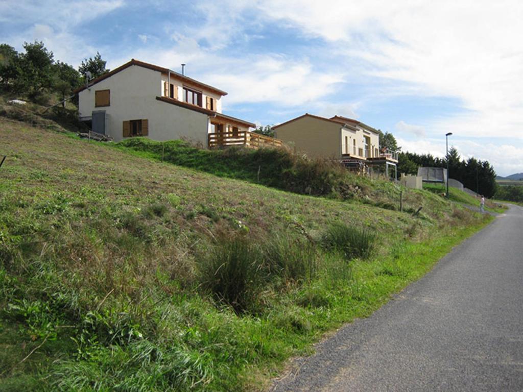 Maison en ossature bois et bottes de paille à Mazeyrat d'Allier