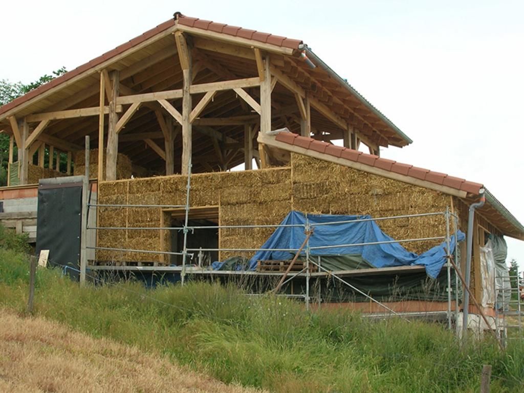 Maison à ossature bois et paille à Mazeyrat d'Allier