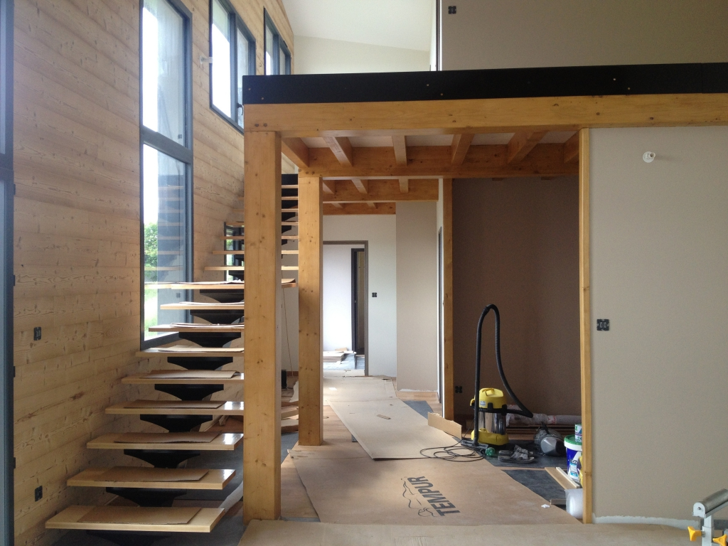 maison bioclimatique à Saint Vidal, vue intérieure du chantier