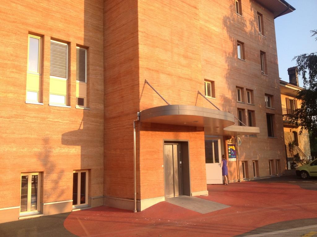 entrée du bâtiment doublé extérieur Chaux Chanvre