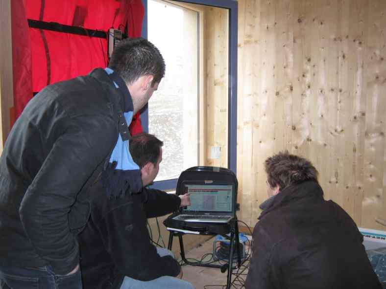 Test d'infiltrométrie sur notre chantier en bois massif