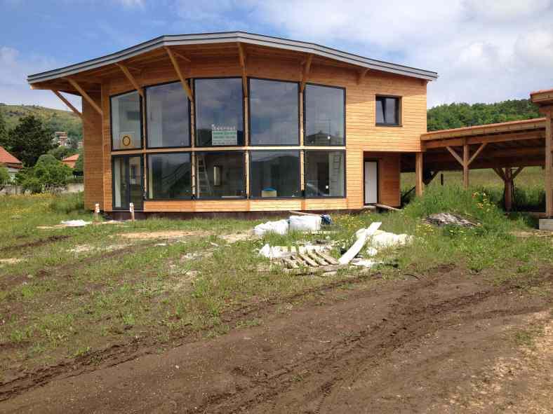 Maison bioclimatique en ossature bois et toiture zinc à Coubon