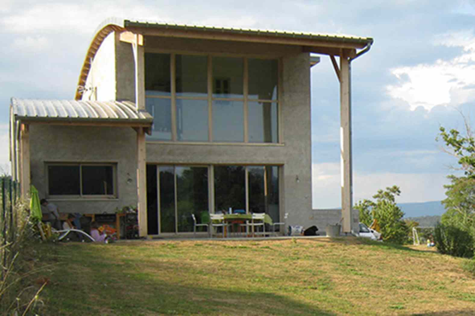 La premi re maison en b ton de chanvre banch de haute for Maison en beton banche