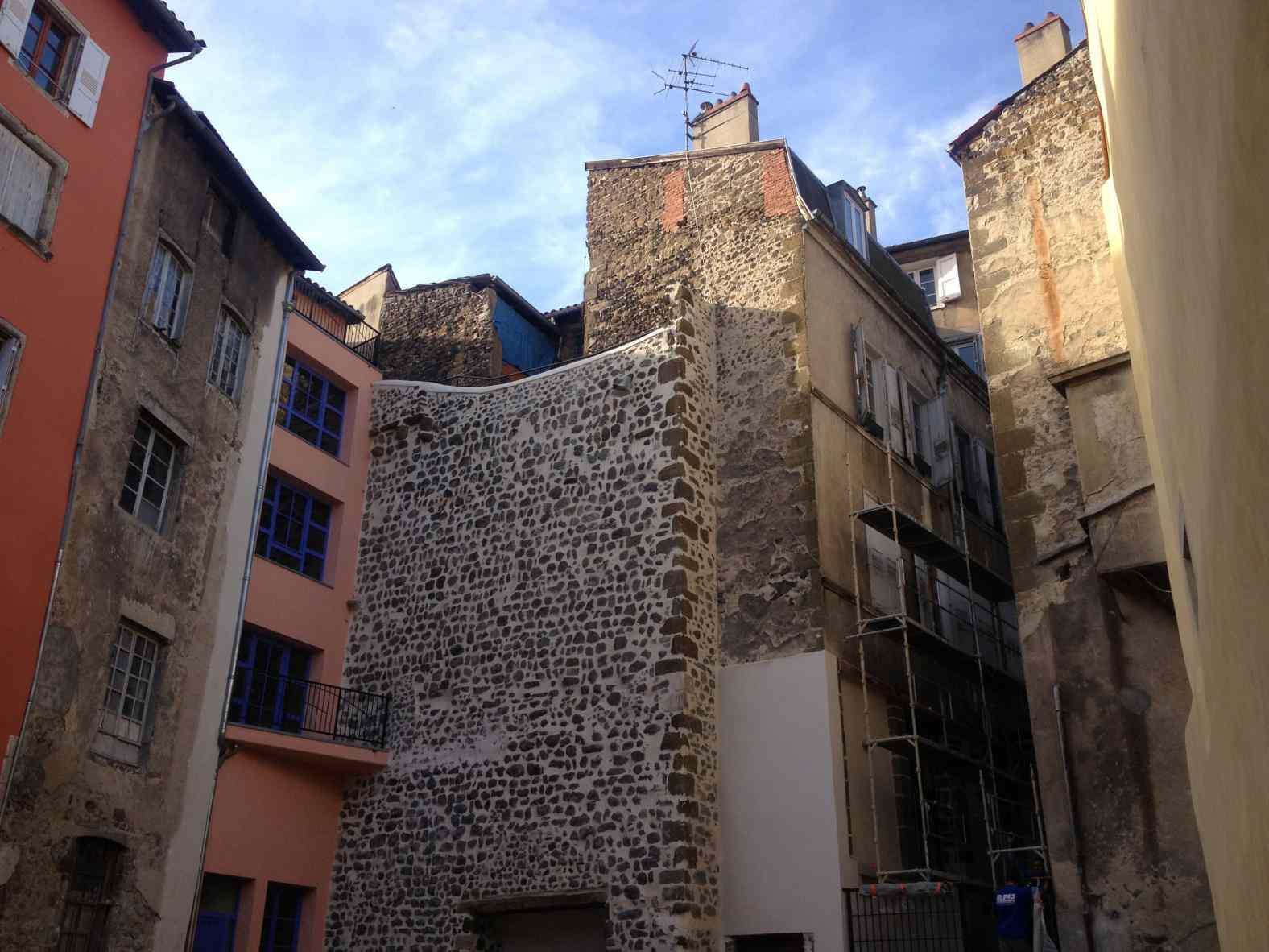 """""""l'immeuble des 3 horloges"""" au Puy-en-Velay"""