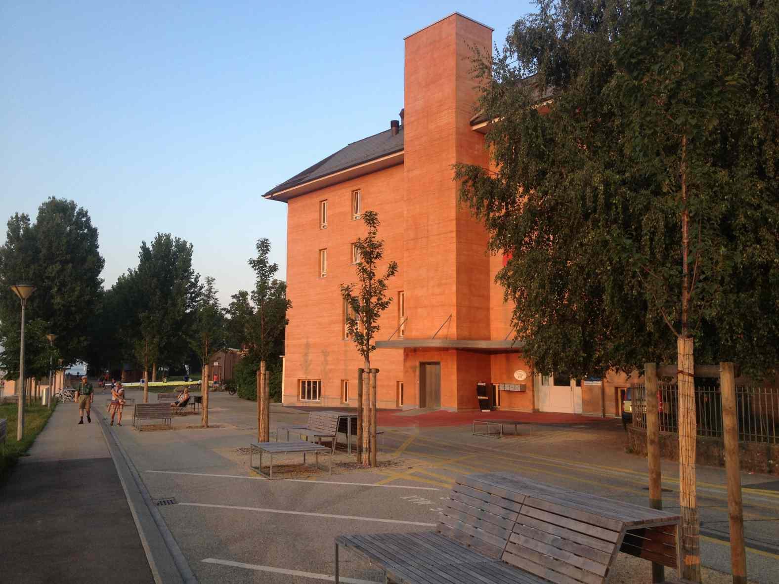 Immeuble doublé par l'extérieur en Chaux - Chanvre avec le process HES Mix