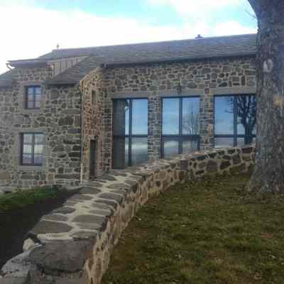 Maison en pierre et lauze à Saint Front